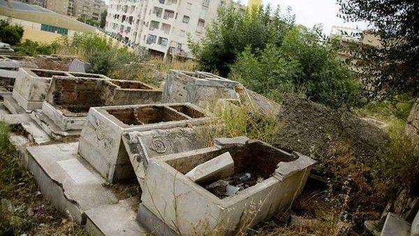 Destruction du cimetière juif de la ville d'Azzefoun
